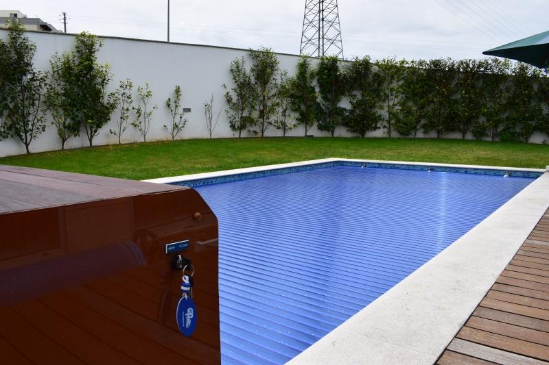 Cobertura em Policarbonato azul transparente - Caixa exterior em Madeira Ipe